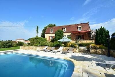 Maison de vacances cosy avec piscine à Coux-et-Bigaroque