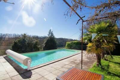 Chaleureuse maison de maître avec piscine à Sigoulès