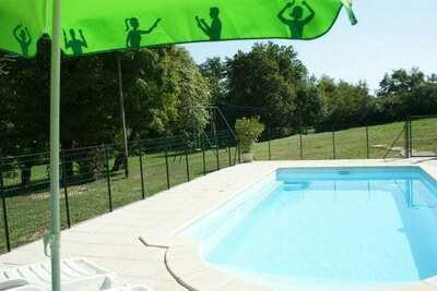 Maison de vacances spacieuse avec piscine privée à Cuneges