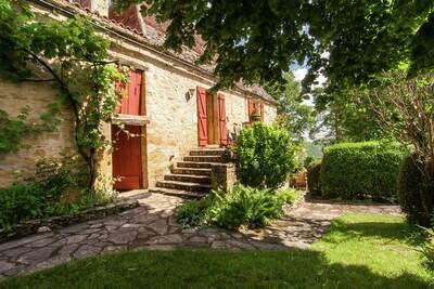 Ferme spacieuse avec jardin privé à Saint-Cybranet