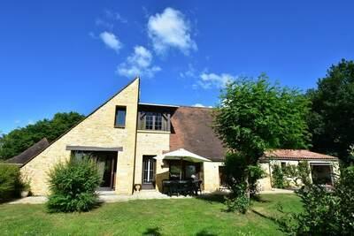 Charmante villa à Saint-Julien-de-Lampon avec terrasse