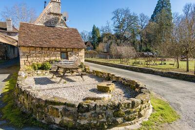 Chalet confortable à Peyzac-le-Moustier avec jardin