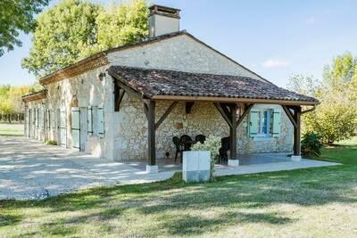 Spacieuse maison de vacances avec terrasse à Saint-Nexans