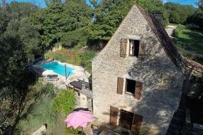 Maison de vacances moderne à Besse avec piscine