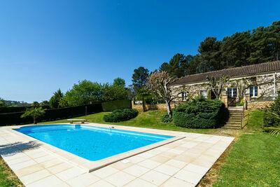 Maison de vacances cosy à Loubejac avec piscine privée