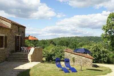 Maison de vacances paradisiaque à Loubejac avec piscine