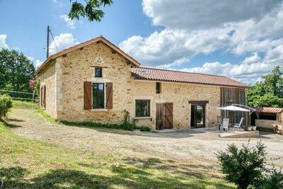 Maison de vacances confortable à Loubejac près de la forêt