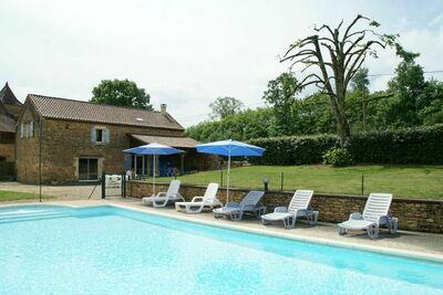 Belle maison de vacances avec piscine à Saint-Pompont
