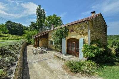 Maison de vacances traditionnelle à Loubejac avec piscine