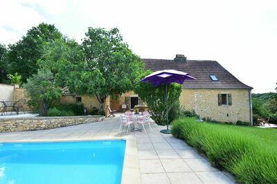 Superbe maison de vacances à Besse avec piscine