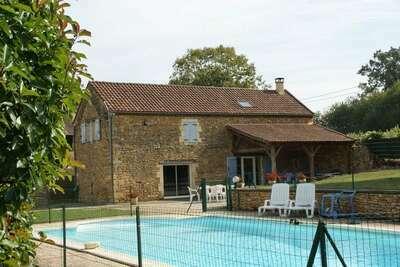 Maison de vacances spacieuse avec piscine à Besse