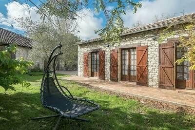 Maison de vacances de charme à Bouniagues avec piscine