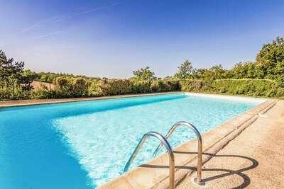 Superbe maison de vacances à Salignac Eyvigues avec piscine