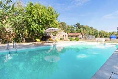 Superbe maison de vacances avec piscine à Pressac