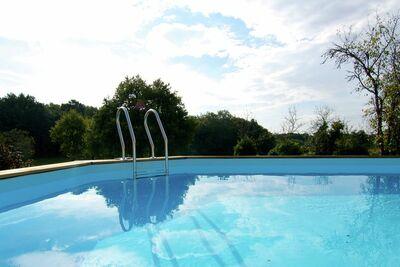 Maison de vacances paisible à Thiviers   avec piscine privée