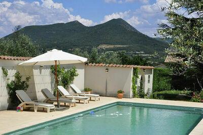 Superbe villa avec piscine à Mirabel-aux-Baronnies