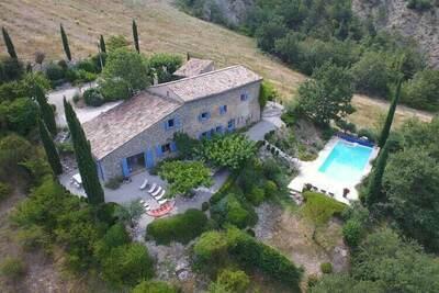 Villa authentique avec piscine à Montaulieu