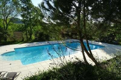 Charmante maison de vacances avec piscine à Pont-de-Barret