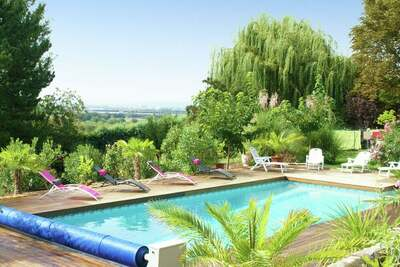 Maison de vacances aux Granges-Gontardes avec piscine