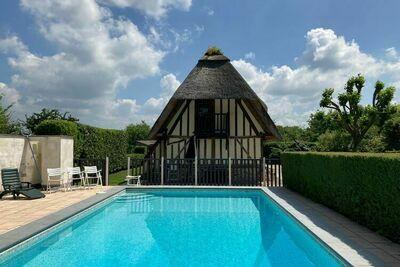 Jolie maison de vacances à Saint-Étienne-l'Allier avec sauna