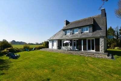 Spacieuse maison de vacances avec jardin privatif à Morlaix