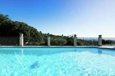 Villa moderne avec piscine privée à Lédenon