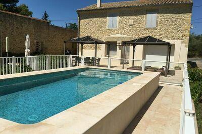 Belle maison de vacances avec piscine privée clôturée à proximité du village d'Aubais.
