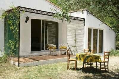 Cushy Villa à Vergèze avec jardin clôturé, terrasse, barbecue