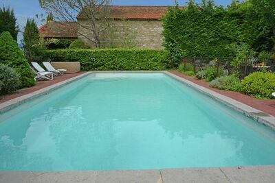 Villa confortable avec piscine à Saint-Césaire-de-Gauzignan