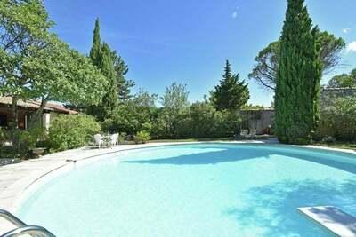 Maison de vacances à Villeneuve-lès-Avignon avec piscine