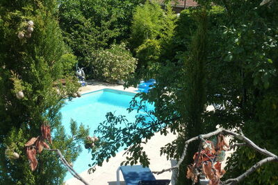 Spacieuse maison de vacances avec piscine à Courry
