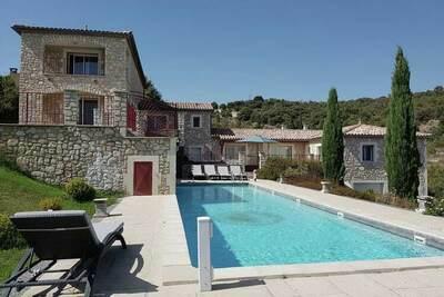 Mistral - Villa de luxe à Saint-Ambroix avec piscine