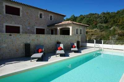 Eole - Villa de luxe à St. Ambroix avec piscine privée