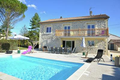 Villa de luxe avec piscine privée à Saint-Victor-de-Malcap