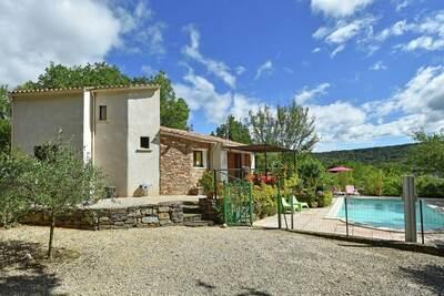 Villa ancienne avec piscine privée à Saint-Brès