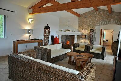 Mistral - Villa confortable de charme avec vue imprenable et piscines