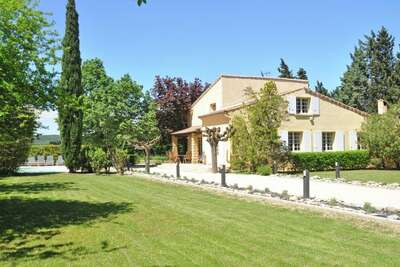 Villa spacieuse à Saze avec terrasse privée