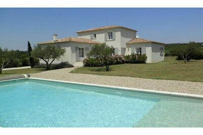 Villa de luxe à Flaux avec piscine