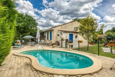 Jolie maison à Clarensac, France avec piscine
