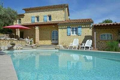 Villa traditionnelle avec piscine privée aux Mages