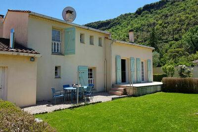 Maison de charme avec piscine privée à La Tour-sur-Orb (France)