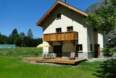 Chalet moderne à Vénosc avec piscine