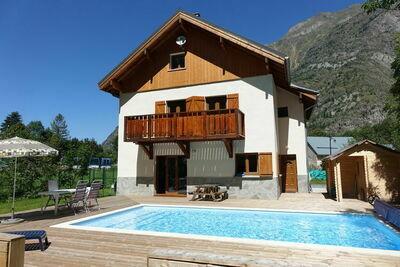 Chalet moderne avec piscine et sauna à Venosc