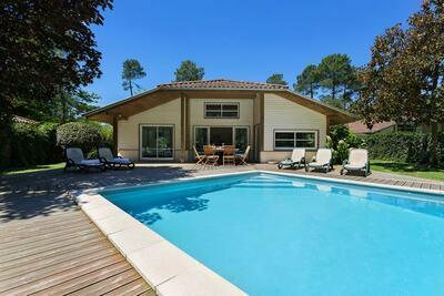 Villa de luxe avec grand jardin près de l'Etang de Laprade