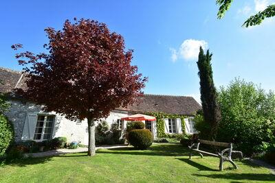 Maison de vacances exclusive à Yevre-le-Chatel avec jardin