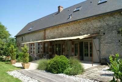 Maison de vacances à Saint-Péravy-la-Colombe avec piscine