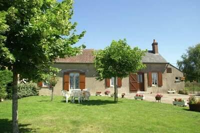Maison de vacances à Pierrefitte-ès-Bois avec jardin