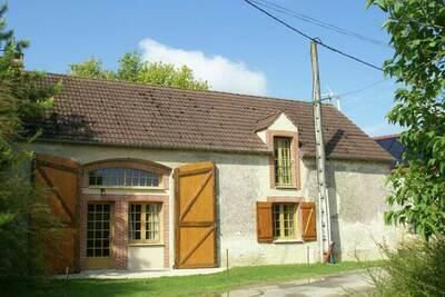 Maison de vacances à Treilles-en-Gâtinais avec terrasse