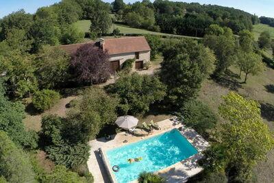 Charmante maison de vacances avec piscine à Thédirac