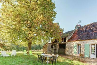 Maison de vacances ancienne avec jardin à Saint-Caprais